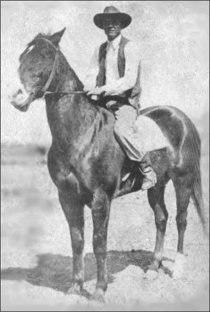 photo of Walter Hancock on Lindy, brother of Joe Hancock. Lindy, like Joe Hancock, was bred by John Hancock, father of Walter Hancock.